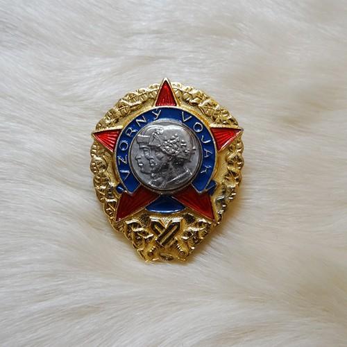 チェコスロバキア共産軍 星型の勲章バッジ