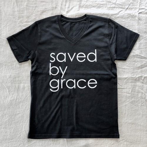 "VネックTシャツ ""saved by grace"""