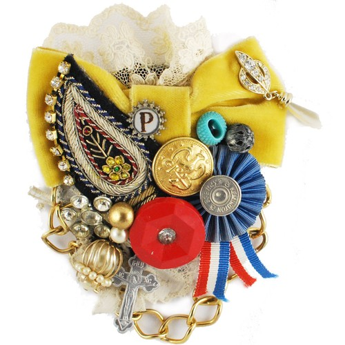 Ribbon collage broach  L