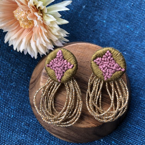 刺繍のイヤリング