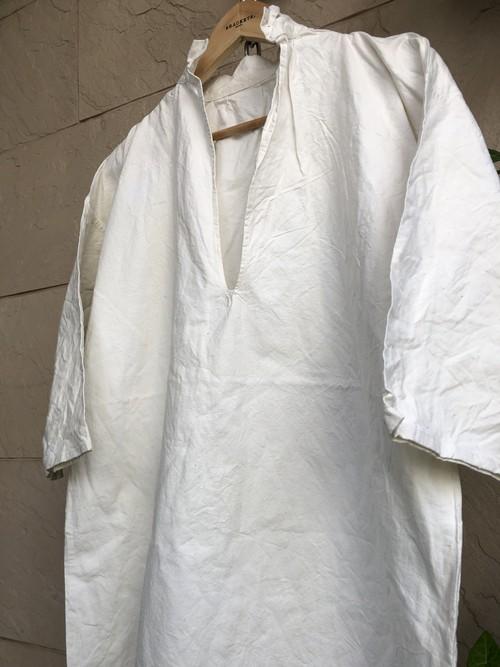 Old Dutch cotton V-neck shirts