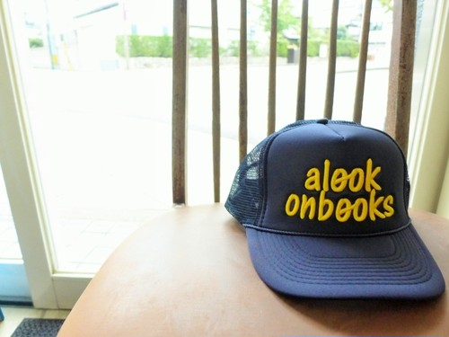 a look on books 刺繍メッシュcap