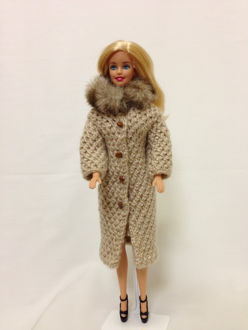 バービー人形用 手編みファーコート(ベージュ)