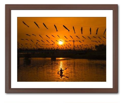 KOINOBORI AND CANOE IN ORANGE(オレンジの中の鯉のぼりとカヌー)