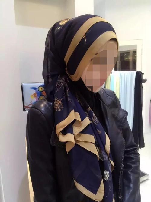 花柄スカーフ 紺色