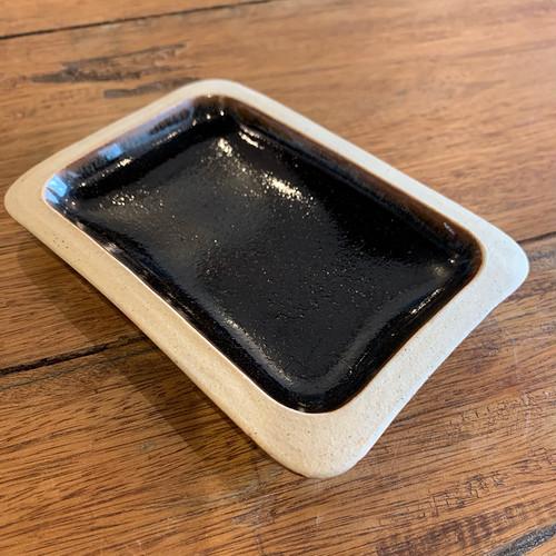 どこだっけ窯の黒い角皿