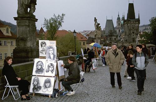 チェコ プラハ カレル橋の似顔絵画家