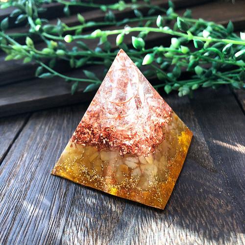 ピラミッド型Ⅱ オルゴナイト アラゴナイト