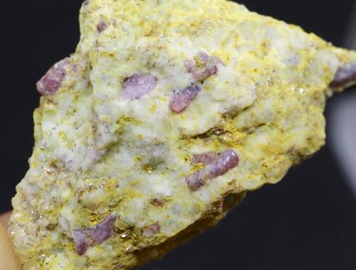 カリフォルア産 コランダム ルビー サファイア 原石 自主採掘 6,1g RB012