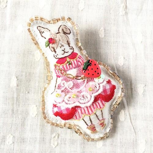 ウサギのノンノ「いちご村から来たふたり」