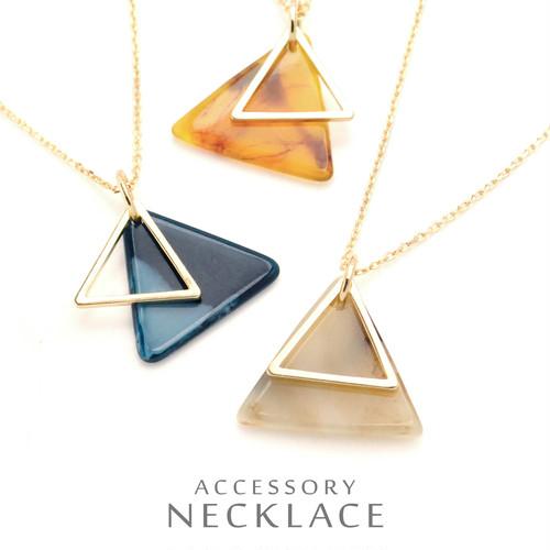 べっ甲風の三角ネックレス