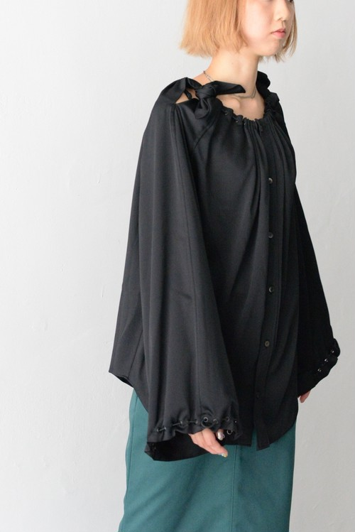 TOGA PULLA / Heavy satin blouse