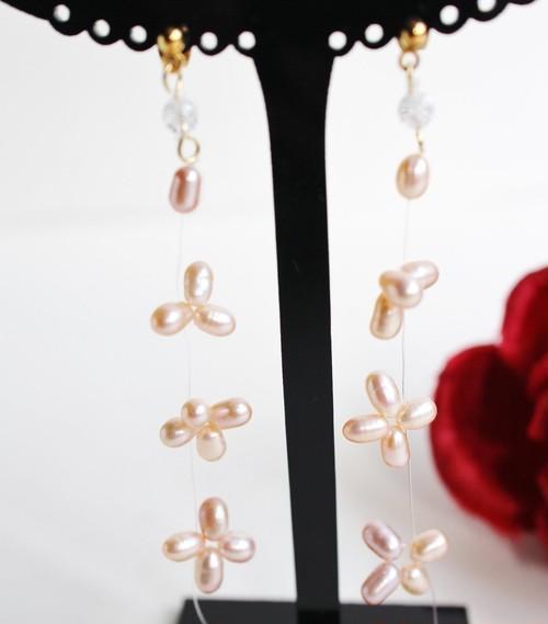 花びらピンク淡水真珠のフローティングピアス(ノンホールピアス有り)