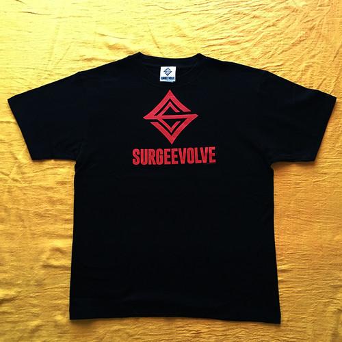 SURGEEVOLVE LOGO Tシャツ BLK/RED