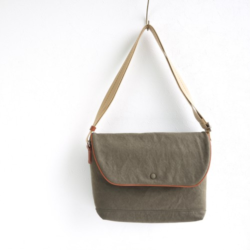 CANVAS FLAP SHOULDER M / ARMY
