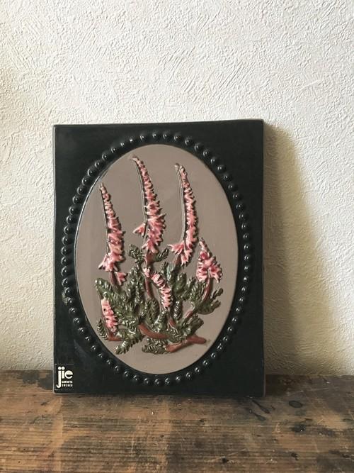 スウェーデンのピンクの花の陶板