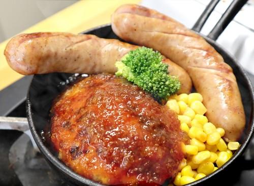 小樽地鶏ハンバーグとフランクセット