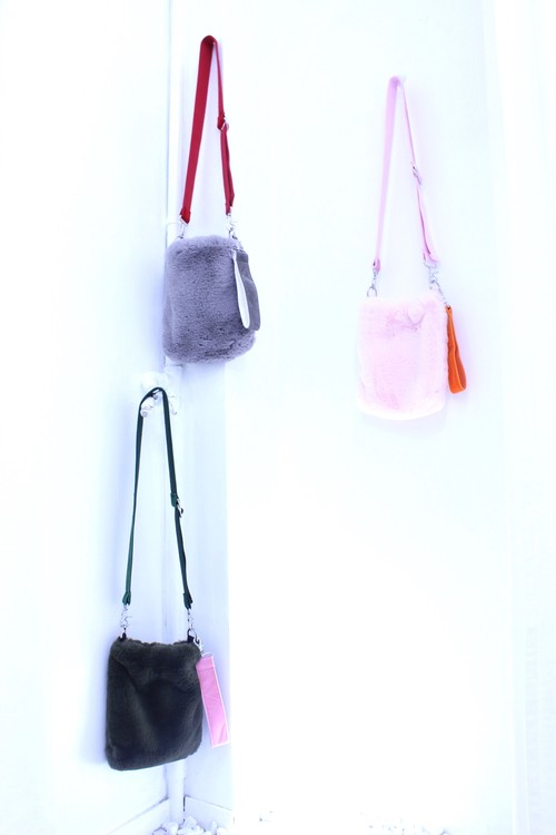 【Somewhere Nowhere】FAUX FUR CROSS BODY BAG