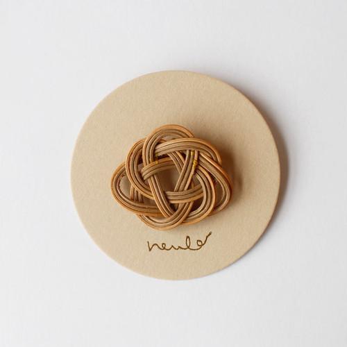 neulo 籐のブローチ 紅茶染め