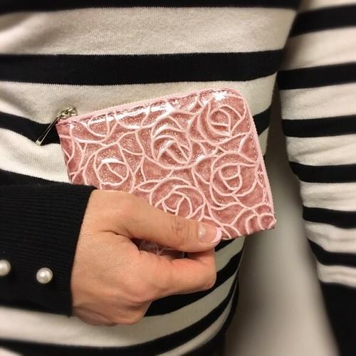 薄マチで使いやすいハーフ財布 エナメル革ローズ ローズピンク Squeeze