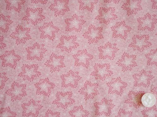 Moda Elinore's Endeavor 1830-1910 ピンク地に楓の葉っぱ