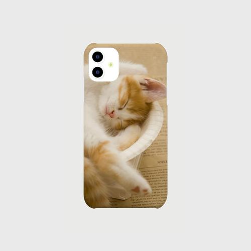 お皿の中の子猫のiphoneスマートフォンケース【送料無料】
