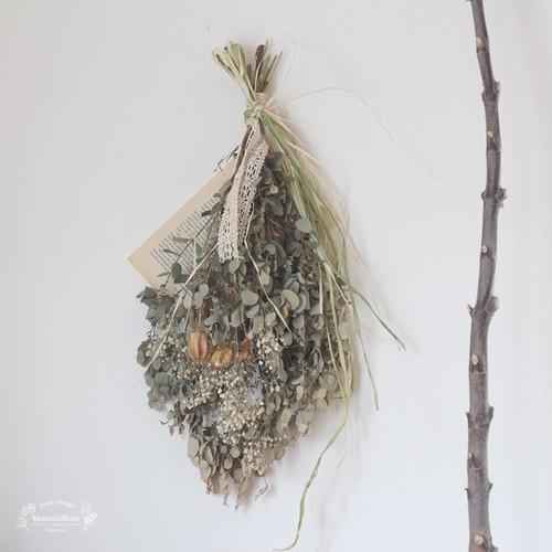 ユーカリとかすみ草とフウセンソウのシンプルスワッグ洋書1P付