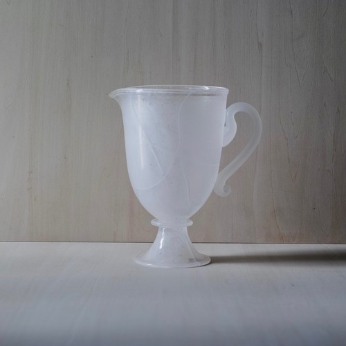 faint white / pitcher