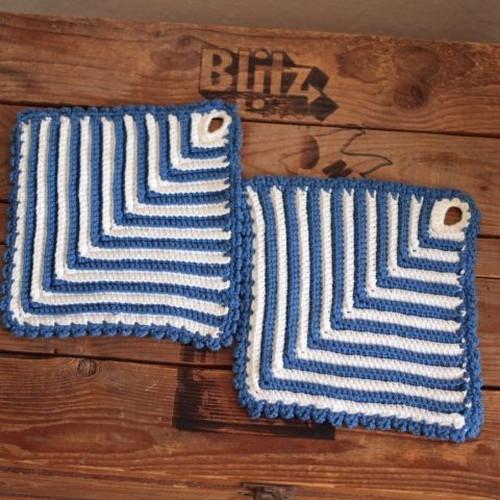 ドイツヴィンテージ 青×白 手編みニットの鍋つかみ/鍋敷き