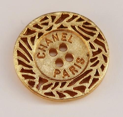 CHANEL VINTAGE(シャネル ヴィンテージ)CHANEL PARIS デザイン  ボタン ゴールド 631-2