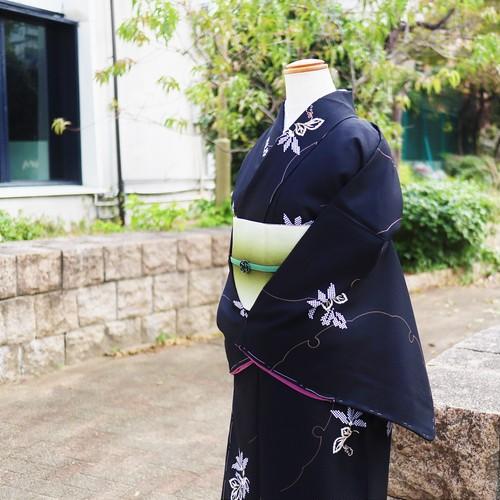 新商品【お仕立て上がり 袷着物】 雪輪と草花文様 黒色