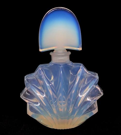オパールセントガラスの香水瓶(アールデコ)