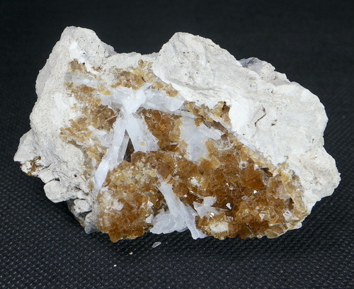 ユニーク!蛍石 + セレスタイト オハイオ産 フローライト 原石 131,7g FL118 鉱物 天然石 パワーストーン