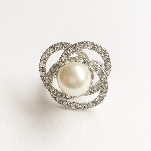 """AVON"" Pretty Pearlesque ring #8-9[r-67]"