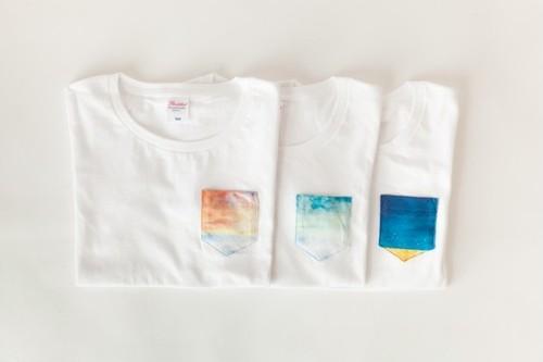 藍色の空の、ポケットTシャツ