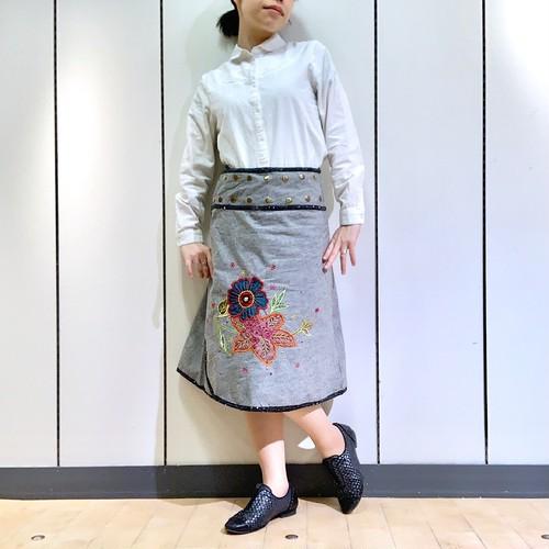 emcg-001 刺繍スナップスカート グレー・黒