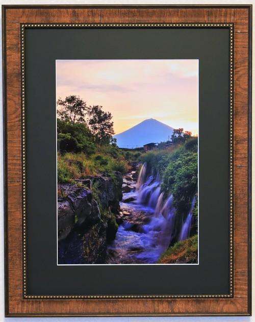 滝つぼに朝陽が差し込む時 富士山写真<A3サイズ>オリジナル額 期間限定セール品