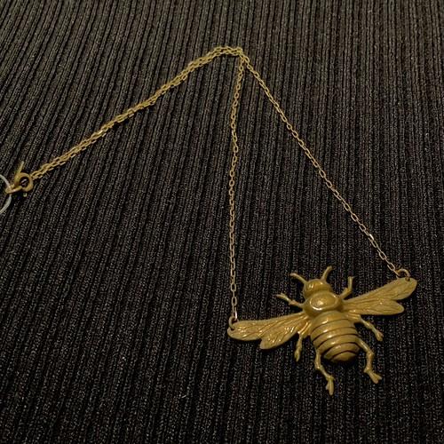 蜂モチーフのネックレス
