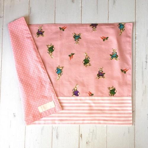 ランチョンマット(小学生向き大サイズ)ピンクうさぎ×白ピンクボーダー
