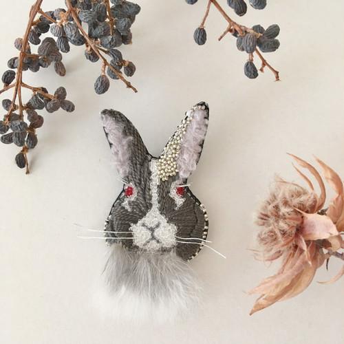 NEW《Msize》Rabbitファー black 刺繍ブローチ