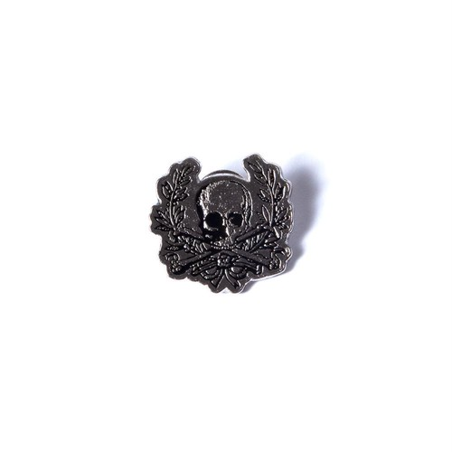 Skull Wreath Enamel Pin