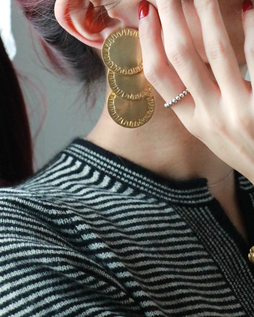 dead stock gold round earrings