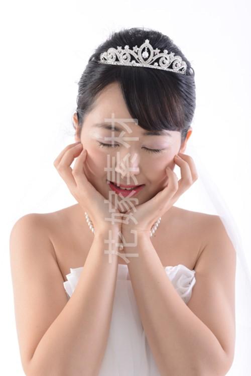 【0163】ポーズを取る花嫁