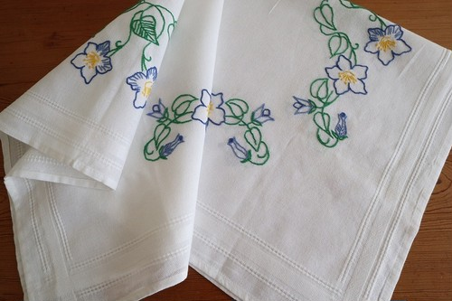 【ミズアオイ】コットン生地にミズアオイの手刺繍 テーブルクロス /未使用品 ヴィンテージ・ドイツ
