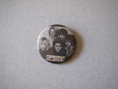 BADGE / GO-GO'S