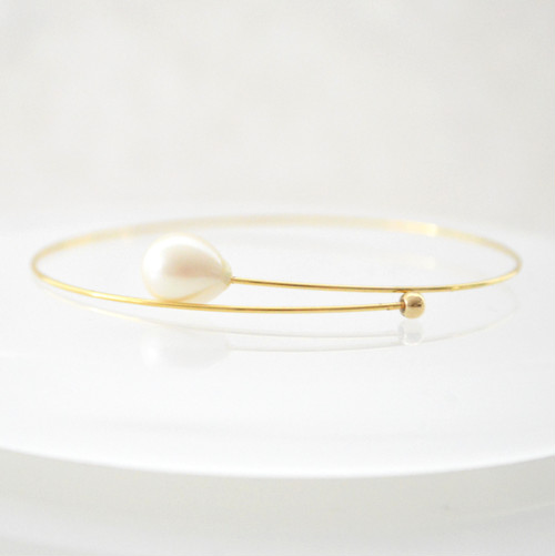 Drop Pearl Wire Bangle
