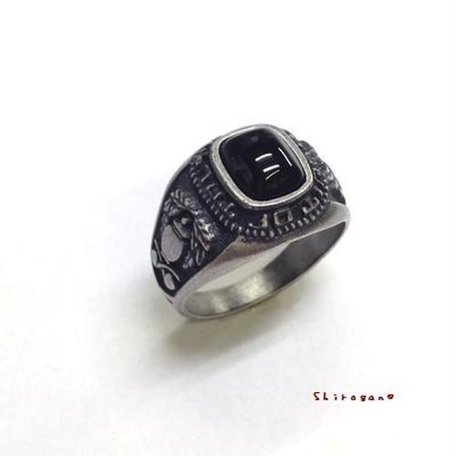 オニキスリング☆サイドに紋章をあしらったアンティーク調指輪【日本製】