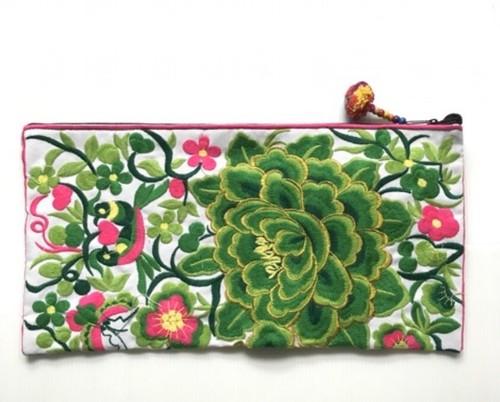 モン族手作り刺繍ポーチ緑柄!
