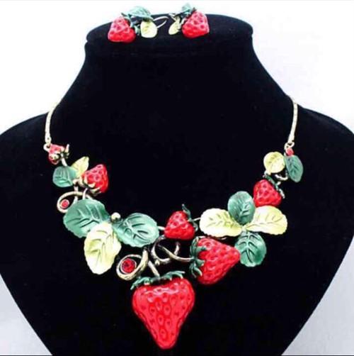 苺姫のネックレスとピアスのセット
