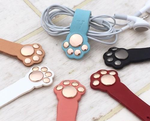 【全15色】肉球の色が可愛い本革製のコードホルダー(コードクリップ) イニシャル入れ・送料無料